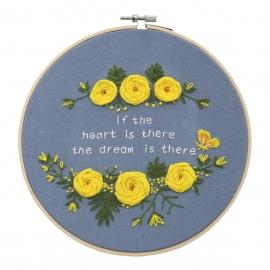 Zestaw do haftu płaskiego z tamborkiem - Kwiaty z napisem na niebeskim tle