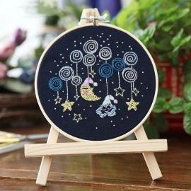 Zestaw do haftu płaskiego z tamborkiem - Księżyc i chmurka